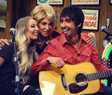 Larry's Country Diner-Mo and Holly Pitney